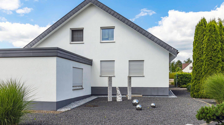 Schottergarten vor einem Einfamilienhaus (imago/Arnulf Hettrich) (Foto: Imago, imago/Arnulf Hettrich)
