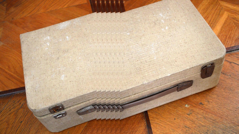 Ein alter Koffer, Motiv der SWR2 Doku-Serie