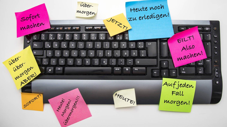 Symbolbild zur Aufschieberitis, Prokrastination, ständiges Aufschieben von Tätigkeiten, Aufgaben,