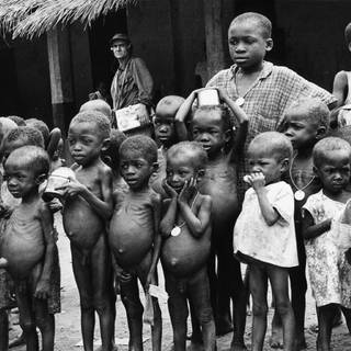 Kinder von Biafra im Okporo Hospital, Nigeria, Januar 1970 (Foto: picture-alliance / dpa, picture-alliance  ©MPLeemage)