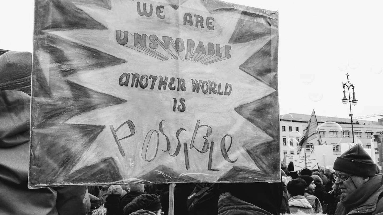 Plakat bei einer Demonstration mit der Aufschrift