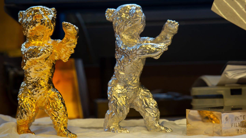 Berlinale – ein goldener und ein silberner Bär kurz vor Fertigstellung (Foto: Pressestelle, Pablo Ocqueteau / Berlinale 2019)