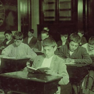 Einwandererjungen an der Night School, Boston, Massachusetts, USA (um 1900) (Foto: Imago, Circa Images / Glasshouse Images)