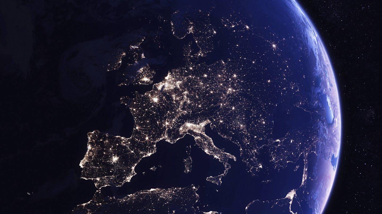 Digital manipuliertes Bild von Europa bei Nacht aus dem All (Foto: Imago, xIanxCumingx)