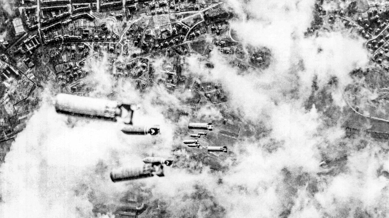 Bombenhagel. Foto zum Hörspiel