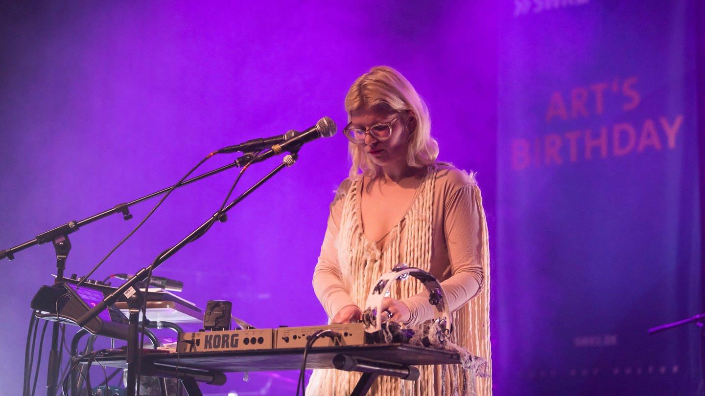 Musikerin Mary Ocher am Keyboard (Foto: SWR, E-Werk Freiburg - Marc Doradzillo)