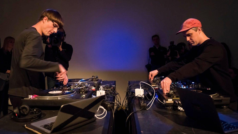 Marc Matter und Andreas Bülhoff legen bei der Performance
