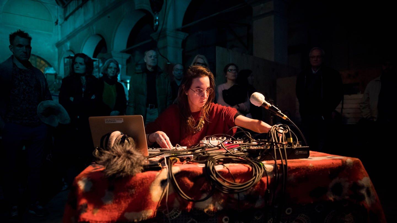 JMO mit Julie Semoroz beim Art's Birthday 2020 in der Bildhauerhalle im E-Werk Freiburg (Foto: SWR, Marc Doradzillo)