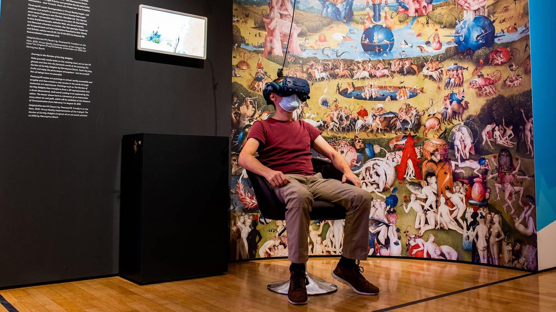 """Ausstellung """"Back to Future"""": Ausstellungsraum 04: Überwindung von Raum und Zeit (Foto: Pressestelle, Sven Moschitz / MSPT)"""