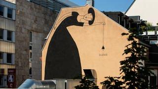 """""""Silence"""" (2020) von SOURATI – O4,2, 68161 Mannheim   Stadt.Wand.Kunst (Foto: Pressestelle, (c) Alexander Krziwanie / Stadt.Wand.Kunst)"""