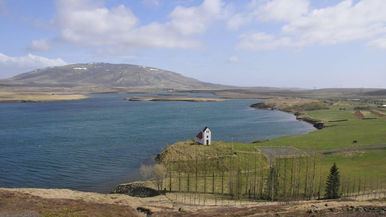 Eine kleine Kirche bei Úlfljótsvatn am Pingvallavatn-Stausee in Island