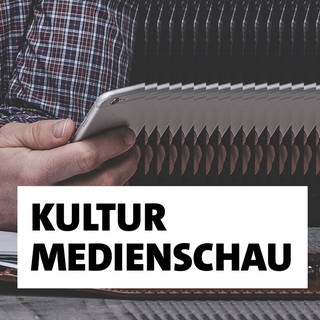 SWR2 Kulturmedienschau (Foto: SWR, Unsplash - Photos by Julia Sabiniarz, Manuel Nägeli, Vlah Dumitru on Unsplash)