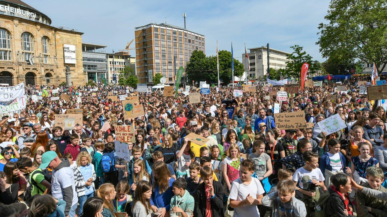Fridays For Future in Freiburg im Mai 2019. Mehr als 8000 junge, aber auch ältere Menschen nahmen an der Demonstration gegen Erderwärmung und Klimawandel teil. (Foto: Imago, Winfried Rothermel)