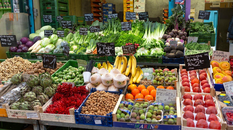 Obst und Gemüse am Wiener Naschmarkt (Foto: Imago, CHROMORANGE)