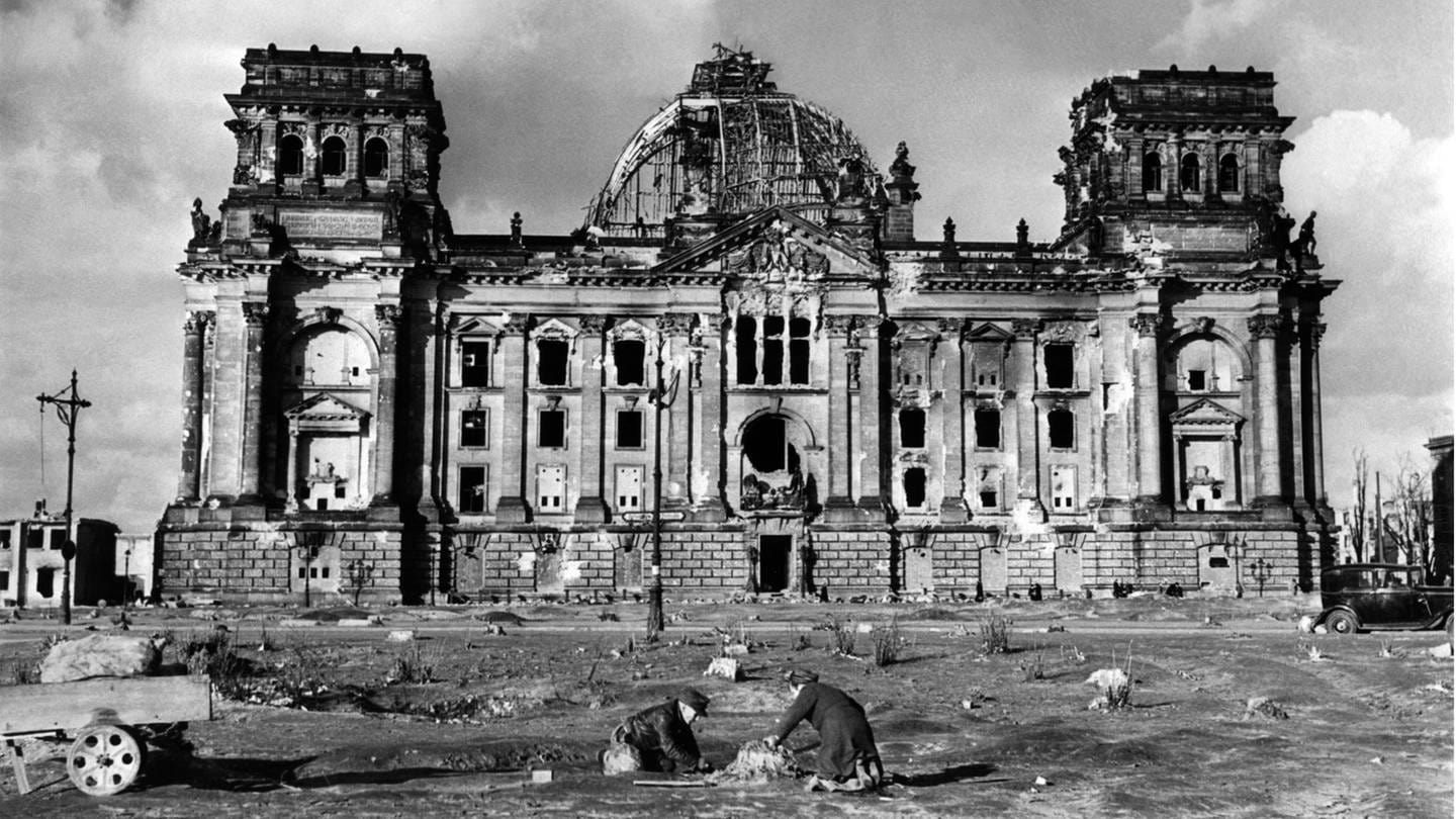 Zerstörtes Reichtagsgebäude in Berlin nach dem 2. Weltkrieg (Foto: picture-alliance / Reportdienste, picture alliance/KEYSTONE/PHOTOPRESS-ARCHIV/STR)