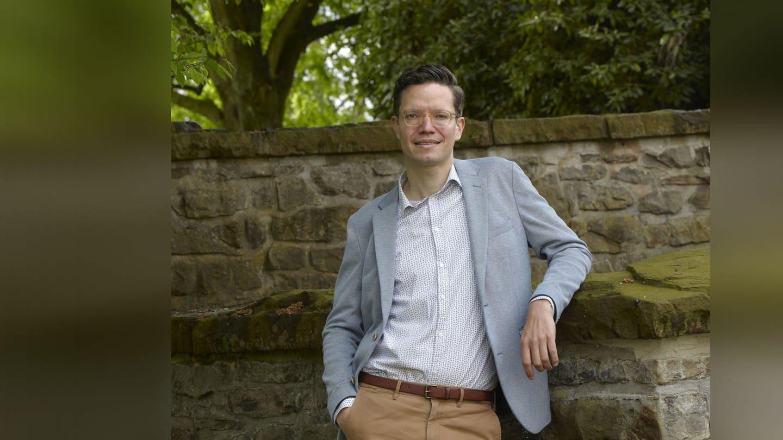 Dr. Holger Cramer erforscht die medizinische Wirkung von Yoga (Foto: Norbert Enker)