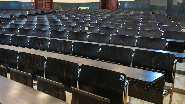 Leerer Hörsaal in der Albert-Ludwigs-Universität in Freiburg