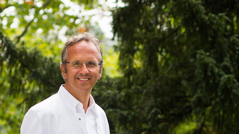 Prof. Dr. med. Andreas Michalsen ist Chefarzt der Abteilung Naturheilkunde am Immanuel Krankenhaus Berlin und Inhaber der Stiftungsprofessur für Naturheilkunde der Charité-Universitätsmedizin Berlin. (Foto: Immanuel Krankenhaus Berlin, Fotografin: Anja Lehmann)