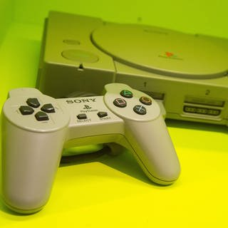 Die Videospielkonsole Playstation 1 (Foto: picture-alliance / Reportdienste, picture alliance / dpa Themendienst / Andrea Warnecke)