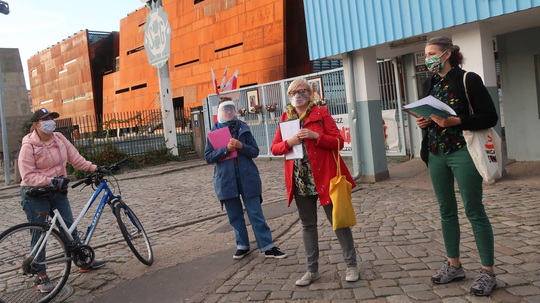 Auf den Spuren der revolutionären Werftarbeiterinen - die Macherinnen des Projkets  STOCZNIA JEST KOBIETA (die Werft ist weiblich). (Foto: Pressestelle, Grenzgänger (Ernst-Ludwig von Aster/Anja Schrum))