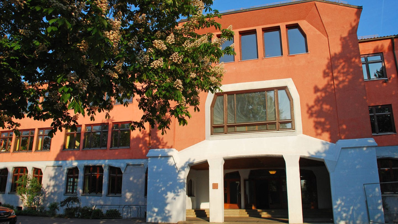 Hauptgebäude der Waldorfschule Uhlandshöhe in Stuttgart (Foto: Imago, IMAGO / imagebroker)