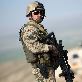 Ein deutscher Bundeswehrsoldat in Afghanistan (Foto: picture-alliance / Reportdienste, picture alliance / dpa | Maurizio Gambarini)