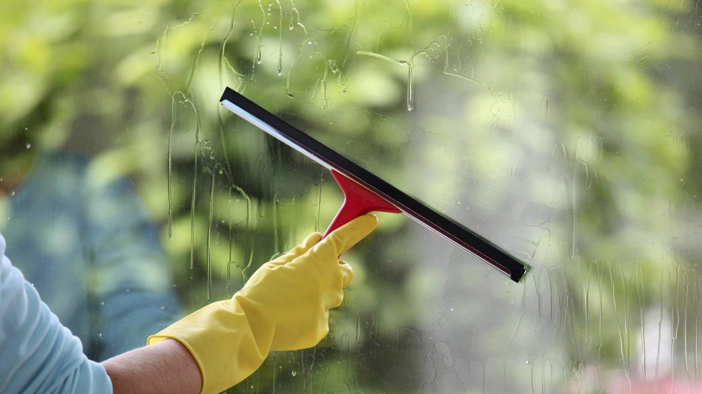Fensterreinigung beim Frühjahrsputz