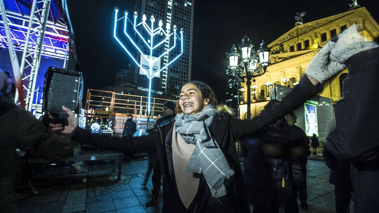 Lichterzünden / Chanukka-Fest mit Eröffnungsfeier des Neuen Jüdischen Zentrums Chabad, Opernplatz, Frankfurt