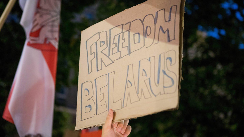 Plakat: Freiheit und Demokratie in Belarus