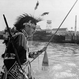 Anishinaabe Indianer Protest vor Alcatraz 1969 (Foto: picture-alliance / Reportdienste, Bill Beattie)