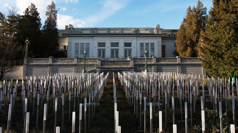 Das Mahnmal für die Opfer der Euthanasiemorde von Spiegelgrund während der NS Zeit am Jugendstiltheater des Sozialmedizinischen Zentrums in Wien (Foto: Imago, Alex Halada)