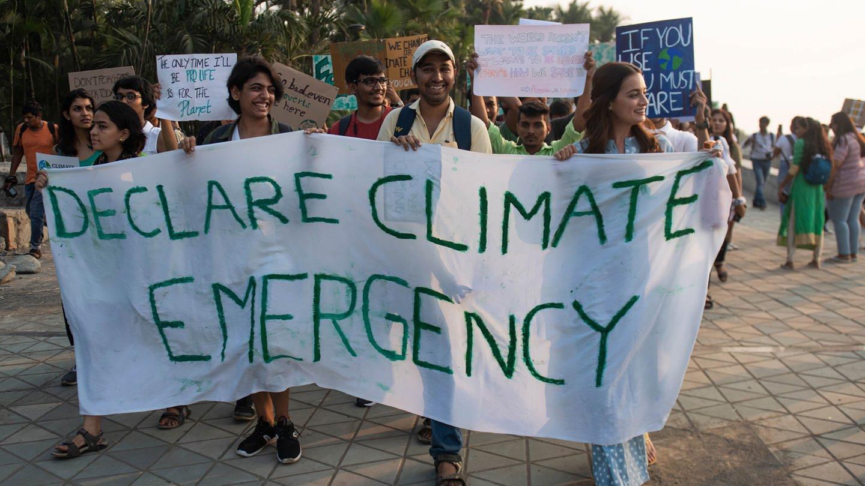 EinwohnerInnen von Mumbai nehmen im November 2019 an einer Fridays for Future-Demo gegen den Klimawandel teil (Foto: Imago, Hindustan Times)