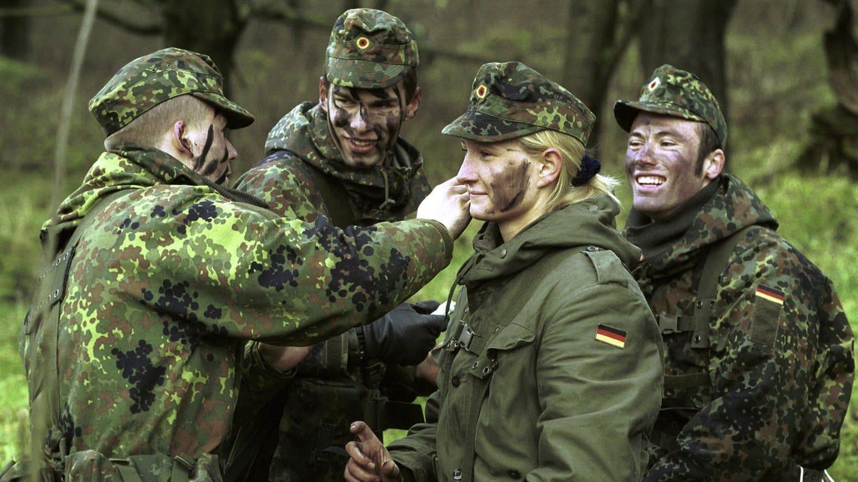Nicht nur Frauen, auch immer mehr Minderjährige melden sich freiwillig für den Dienst an der Waffe bei der Bundeswehr. (Foto: dpa Bildfunk, picture alliance/Marijan Murat/dpa)