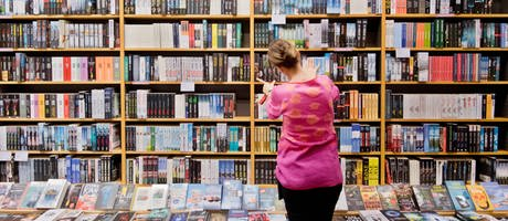 Buchhandlung (Foto: picture-alliance / Reportdienste, Julian Stratenschulte)