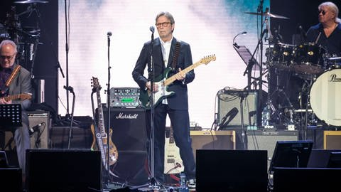 "Eric Clapton während des ""Music for Marsden""-Konzerts in London am 3. März 2020 (Foto: Imago, David Jensen/ EMPICS Entertainment)"