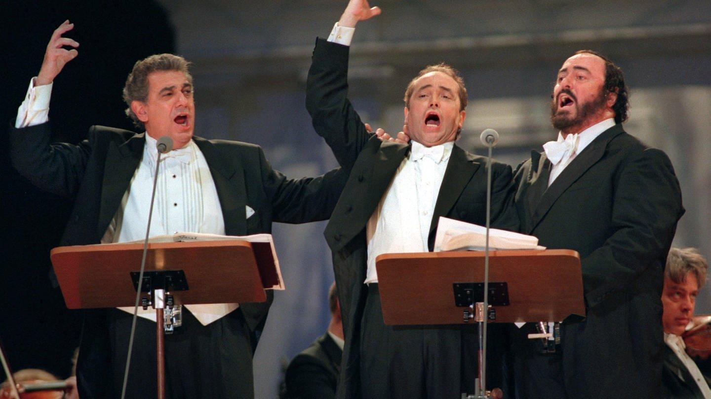 Die «Drei Tenöre» Placido Domingo (v.l.), Jose Carreras und Luciano Pavarotti bei einem Auftritt am 29.06.1996 in Tokio (Foto: picture-alliance / Reportdienste, epa afp Yoshikazu Tsuno)
