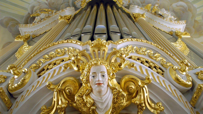 Orgel über dem Altarraum in der Dresdner Frauenkirche (Foto: Imago, epd-bildx/xNorbertxNeetz)