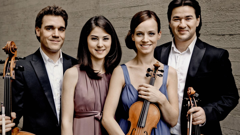 Minetti-Quartett (v.l.n.r.: Leonhard Roczek (Violoncello), Anna Knopp (Violine), Maria Ehmer (Violine), Milan Milojicic (Viola)) (Foto: Irène Zandel)