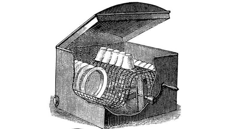Historische Zeichnung aus dem 19. Jahrhundert, eine mechanische Spülmaschine mit einer Handkurbel angetrieben, um 1880