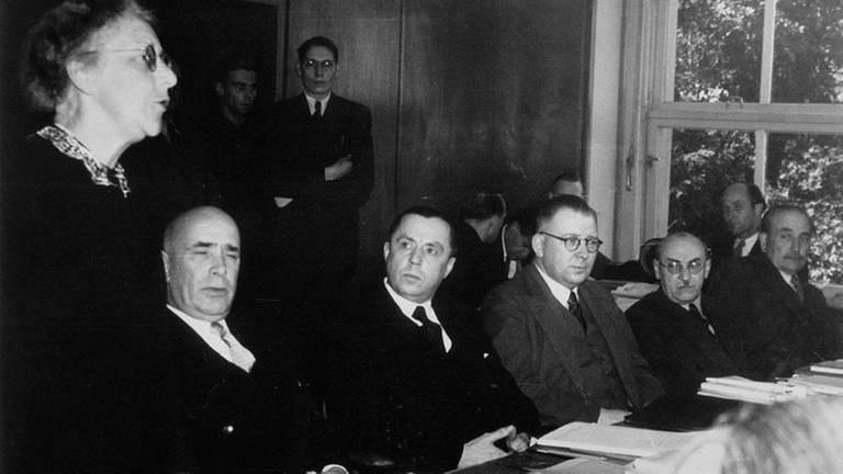 Konferenz der elf Länderchefs auf dem Rittersturz bei Koblenz 1948 mit Louise Schröder, Jakob Stefan, Peter Altmeier, Adolf Süsterhenn, Leo Wohleb und Wilhelm Kaisen (Foto: picture-alliance / Reportdienste -)