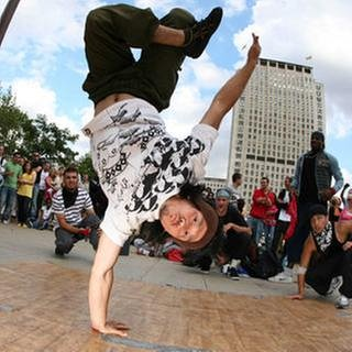 One Motion Crew, Breakdance, Southbank, London 2007 (Foto: picture-alliance / Reportdienste, picture-alliance / Reportdienste -  Christian Couzens)
