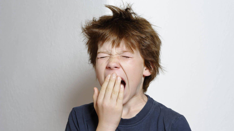 Gähnender Junge, 12 Jahre (Foto: Imago, imago/imagebroker)