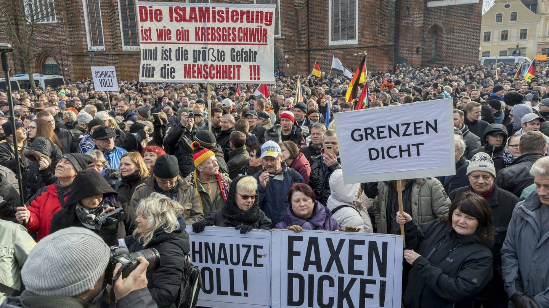 Anti-Asyl Demo in Cottbus 2018: Wie weit darf Meinungsfreiheit gehen? (Foto: Imago, imago/Rainer Weisflog)