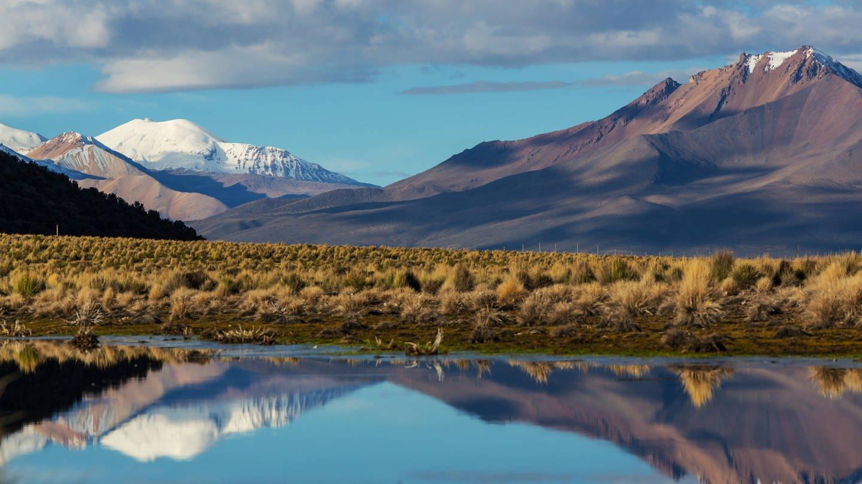 Bolivianische Großstädte beziehen Trinkwasser aus Gletschern, die rapide schwinden. Jetzt versucht der Andenstaat, Wasser zu sparen, Reservoirs zu bauen, Leitungen zu erneuern. (Foto: Imago, imago images / ingimage)