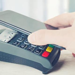 Bezahlen mit dem Smartphone per NFC (Foto: Colourbox, Foto: Colourbox.de -)