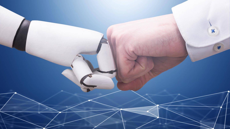 Kollege Algorithmus: Roboter und Mensch arbeiten künftig Hand in Hand (Foto: Imago, imago images / Panthermedia)