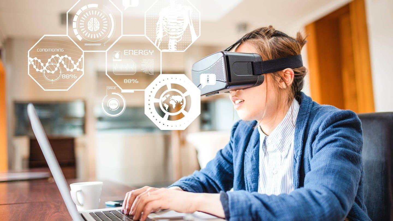 Lernen und studieren mithilfe einer VR-Brille – die Digitalisierung macht vieles möglich (Foto: Imago, imago images / Panthermedia)