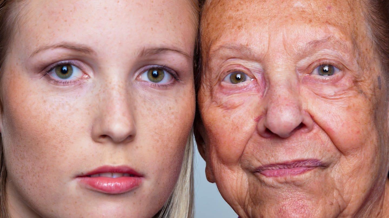 Junge und alte Frau: zwei Generationen (Foto: Colourbox)
