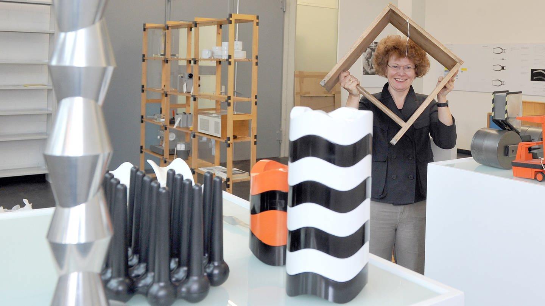 Die damalige Leiterin Dagmar Rinker 2011 im Archiv der ehemaligen Hochschule für Gestaltung (HfG) in Ulm (Foto: dpa Bildfunk, (c) dpa)