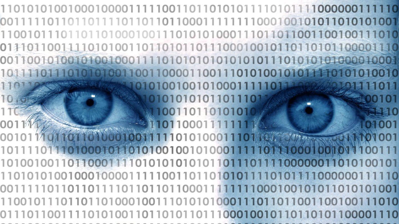 Symbolbild: Augen mit Binärcode 0 und 1: In sozialen Medien haben Propaganda und Manipulation leichtes Spiel. Ihre Algorithmen können aber auch für Aufklärung und Meinungsfreiheit genutzt werden.